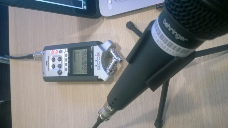 Behringer XM8500 with the Zoom H4n Handy Recorder